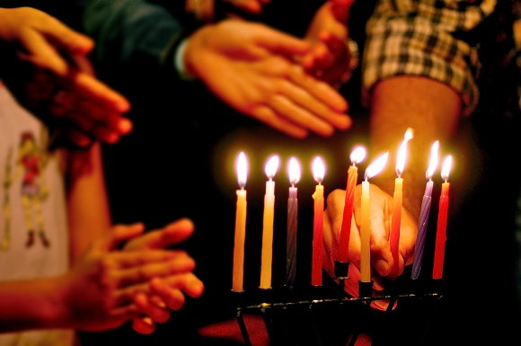 Similarities Between Kwanzaa & Hanukkah Celebrations